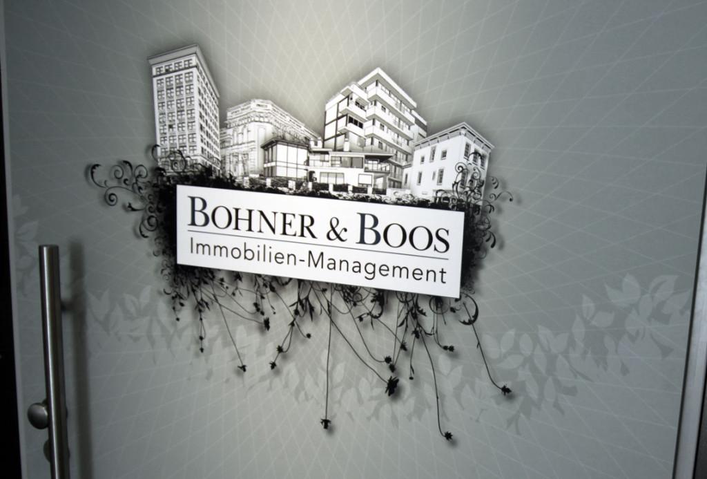 Bohner & Boos - Illustrierte Eingangstür in Pforzheim